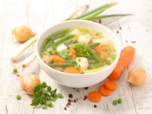 Brühen und Suppen